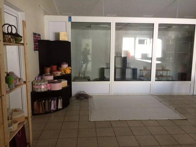 Сдам полностью оборудованный цветочный магазин